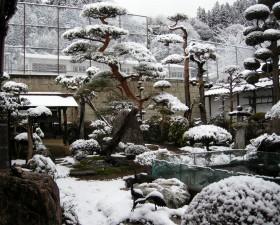 八右衛門庭園の雪景色